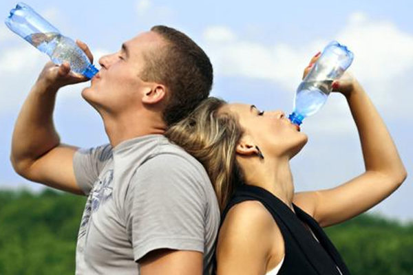 La importancia vital del agua en la práctica deportiva